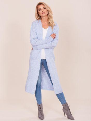 Niebieski długi sweter z szerokimi ściągaczami