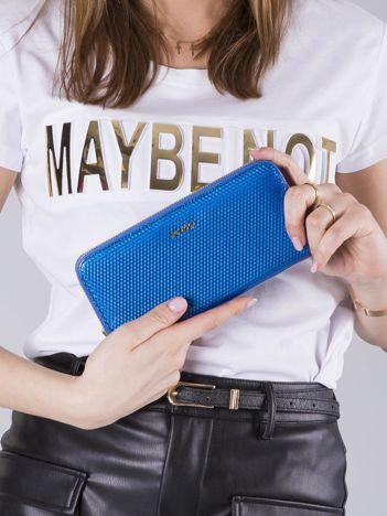 Niebieski lakierowany portfel