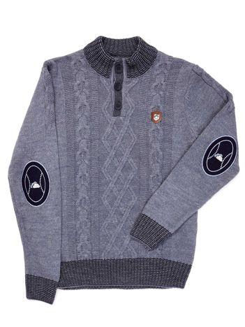 Niebieski sweter dla chłopca w warkocze