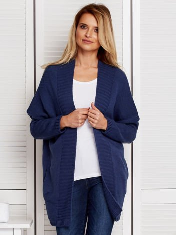 Niebieski sweter ze wstążką