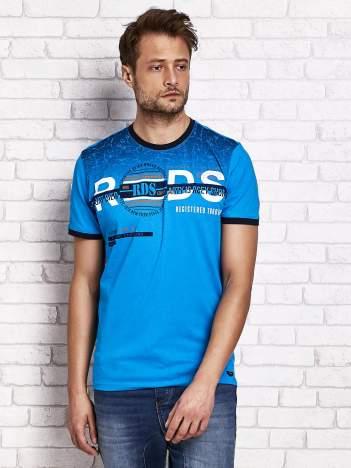 Niebieski t-shirt męski z napisami