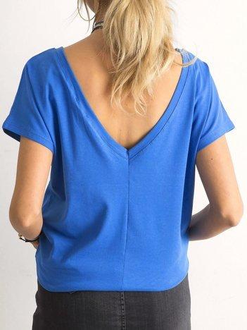 Niebieski t-shirt z dekoltem na plecach