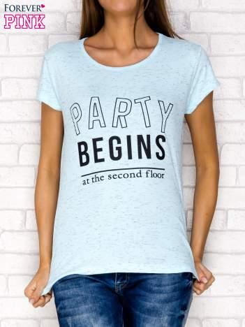 Niebieski t-shirt z napisem PARTY BEGINS