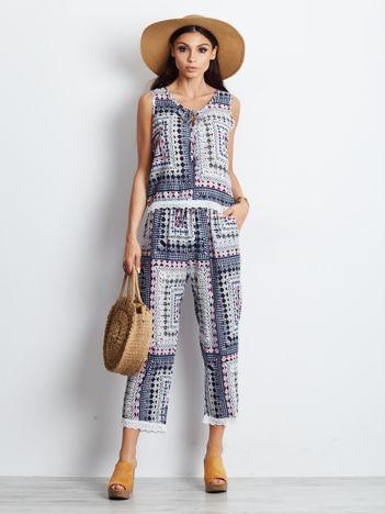 Niebieski wzorzysty komplet top i spodnie