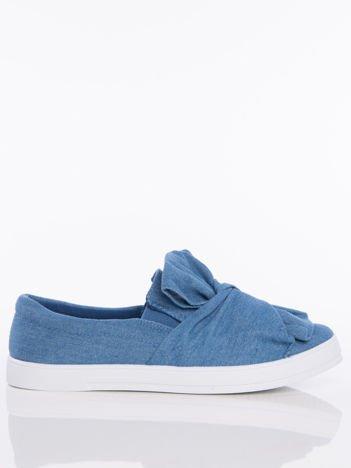 Niebieskie denim zamszowe slipony z zaplecioną kokardą na przodzie buta