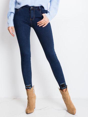 Niebieskie jeansy Chic