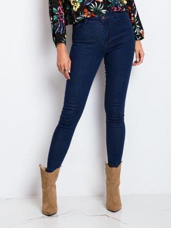 Niebieskie jeansy Quest