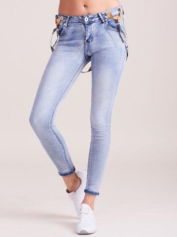 Niebieskie jeansy damskie z szelkami