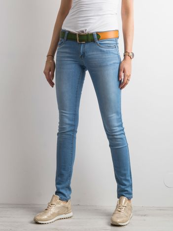 Niebieskie jeansy regular fit