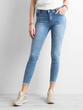 Niebieskie jeansy skinny z aplikacją