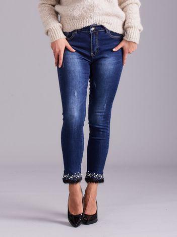 Niebieskie jeansy slim fit z aplikacją