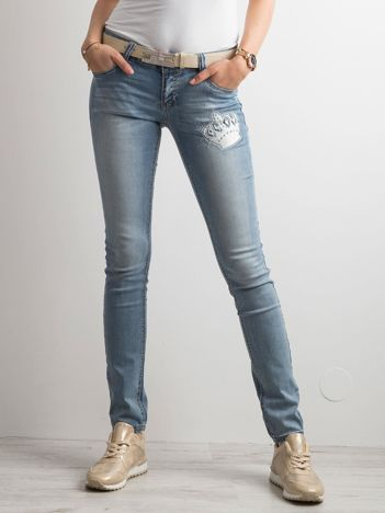 Niebieskie jeansy slim fit z haftem