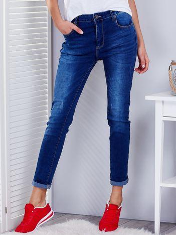 Niebieskie klasyczne jeansy