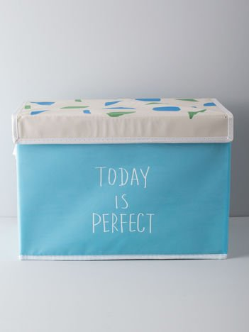 Niebieskie pudełko na ubrania