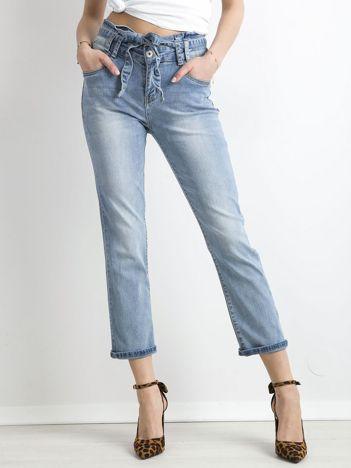 Niebieskie spodnie jeansowe z wiązaniem