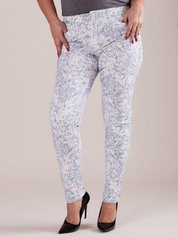 Niebieskie wzorzyste spodnie PLUS SIZE