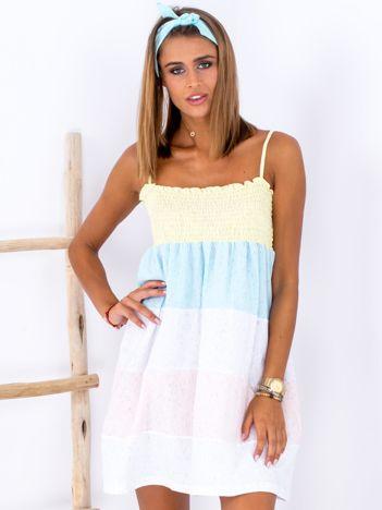 Niebiesko-biała sukienka w szerokie kolorowe moduły