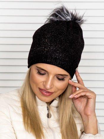 Ocieplana czapka z pomponem i ozdobnym brokatem czarna