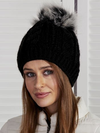 Ocieplana czapka z warkoczowym wzorem czarny