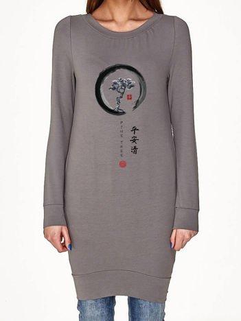 Oliwkowa tunika z japońskim nadrukiem