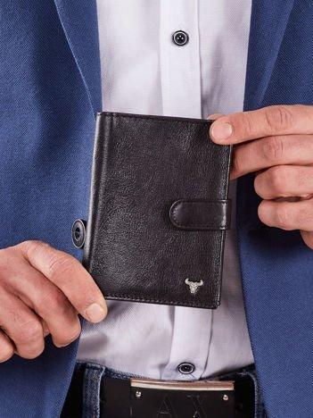 Pionowy skórzany portfel z zapięciem czarny