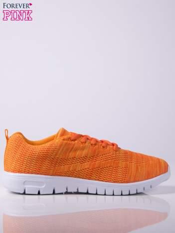Pomarańczowe melanżowe buty sportowe w paski na jasnej podeszwie