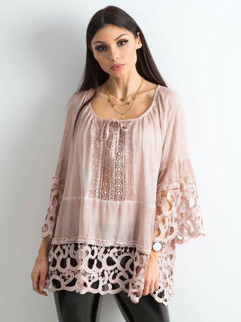Pudroworóżowa bluzka koronkowa oversize