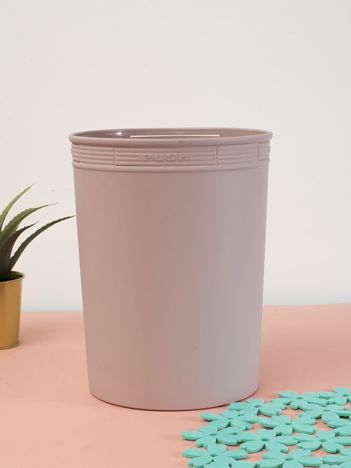 Pudroworóżowy pastelowy kosz na śmieci z holderem na worek