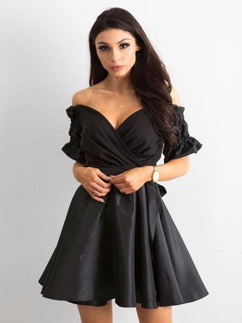 Rozkloszowana sukienka czarna BY O LA LA