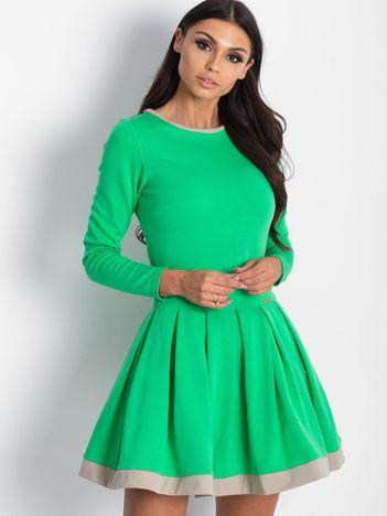 Rozkloszowana sukienka damska zielona