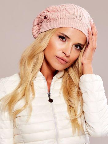 Różowa czapka damska z pomponem