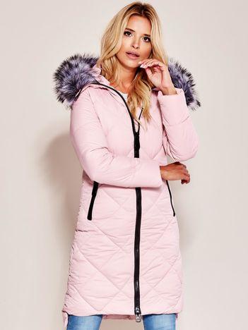 Różowa pikowana kurtka z kapturem
