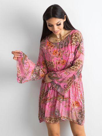 Różowa sukienka damska we wzory