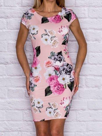 Różowa sukienka koktajlowa w kwiaty
