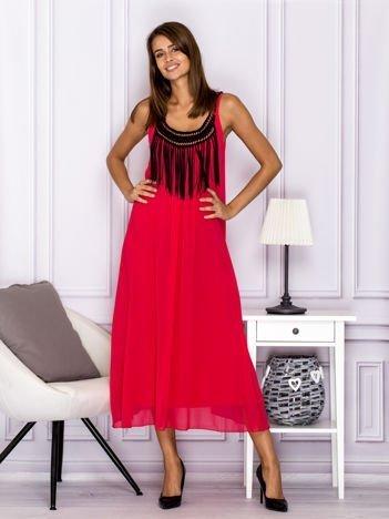 Różowa sukienka maxi z frędzlami