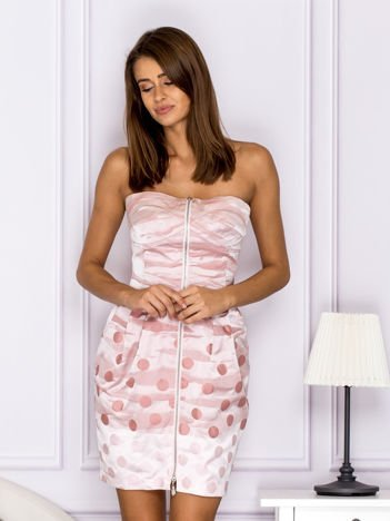 Różowa sukienka w grochy