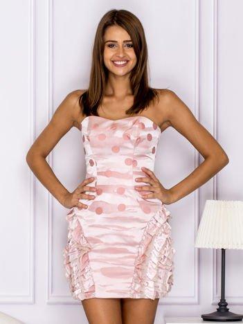Różowa sukienka w grochy z falbanami