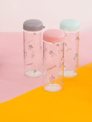 Różowa szklana butelka na napój