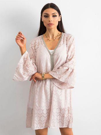 Różowa zwiewna sukienka