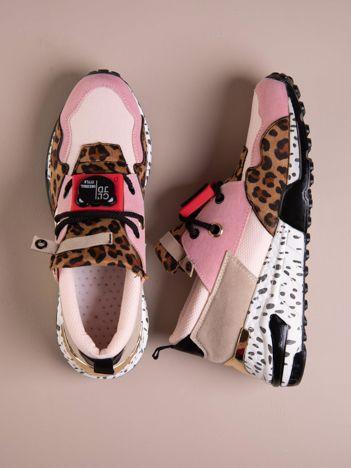 Różowe buty sportowe na podwyższeniu z kolorową podeszwą i motywem w panterkę