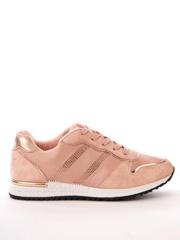 Różowe buty sportowe z błyszczącymi dżetami