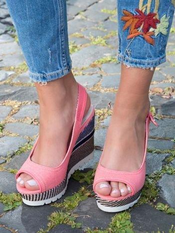 Różowe denim sandały na koturnach bez palców z kolorową podeszwą