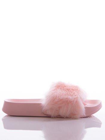 Różowe klapki z ozdobnym sztucznym futerkiem na przodzie cholewki