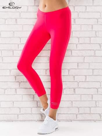 Różowe legginsy sportowe z patką z dżetów na dole