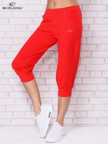 Różowe spodnie sportowe carpi ze ściągaczem