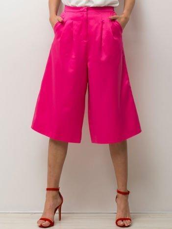 Różowe spodnie typu culottes