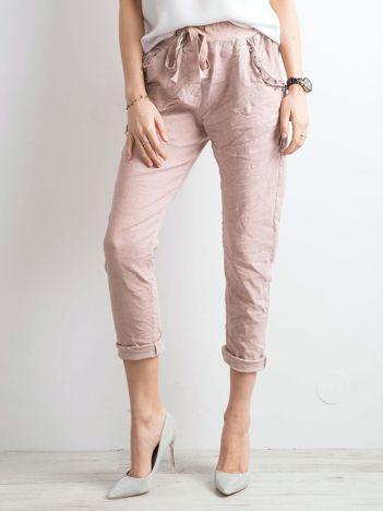 Różowe spodnie z troczkami