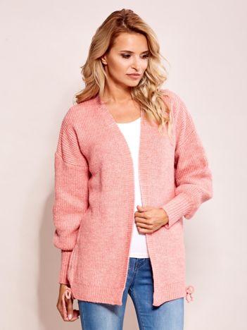 Różowy luźny sweter bez zapięcia