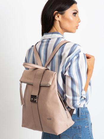 Różowy plecak skórzany