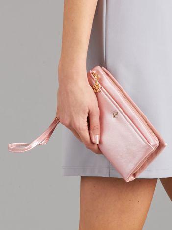 Różowy poziomy portfel damski z uchwytem